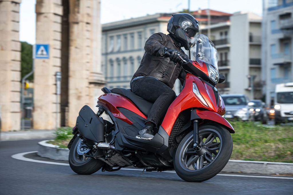 giacca in pelle per la moto roadster